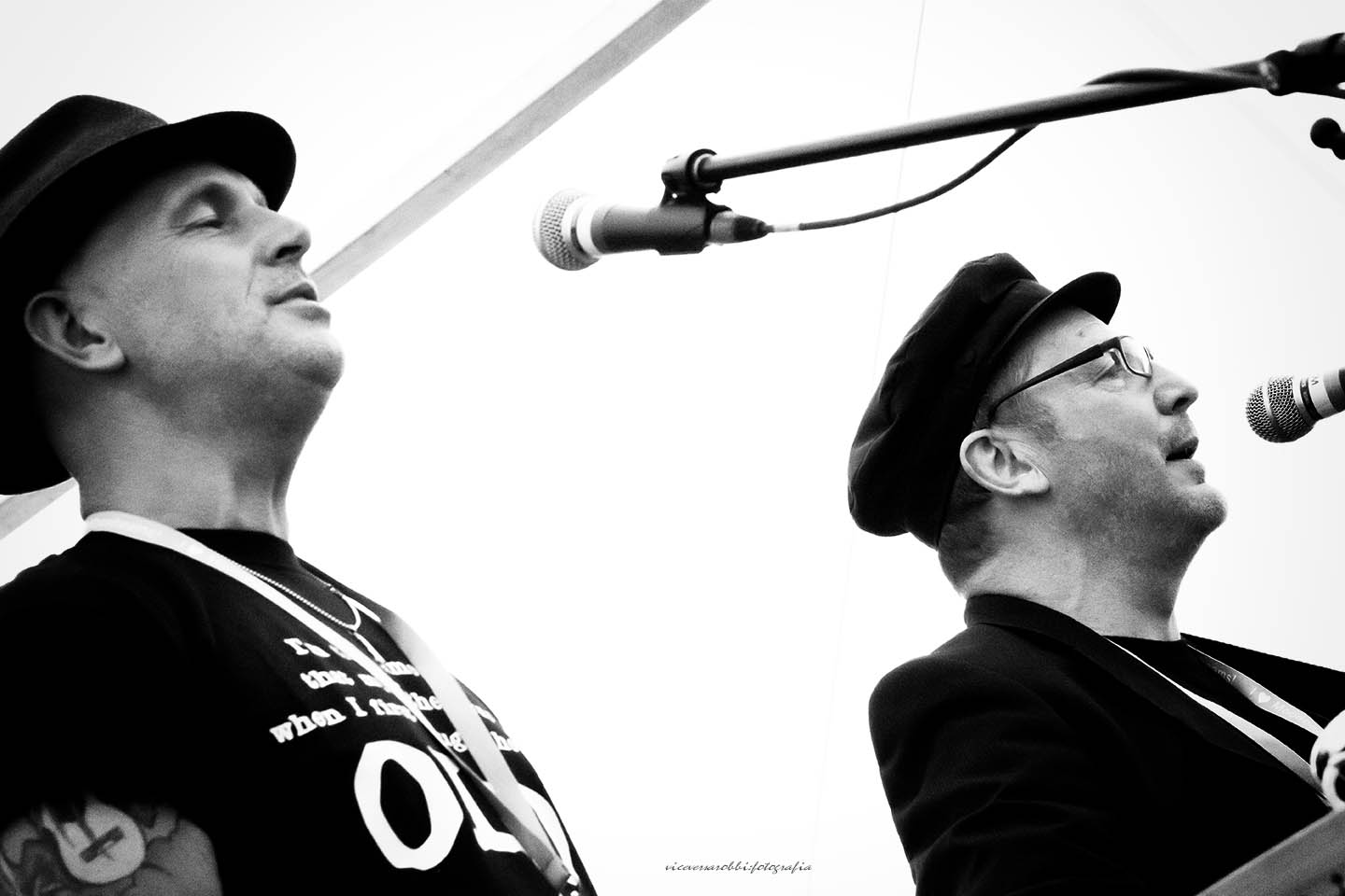Glover (left) and Priestman perform. Photo by viceversarobbi fotografia